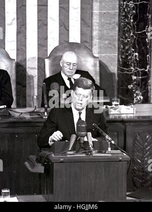 US-Präsident John F. Kennedy skizziert seine Vision für die bemannte Weltraumfahrt in einer gemeinsamen Sitzung - Stockfoto
