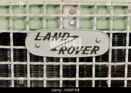 Land Rover Serie One Heizkörper montiert Name Badge, UK - Stockfoto