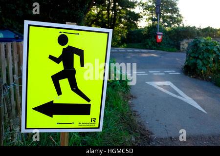 laufen Triathlon Rennen dieser Art und Weise Man grafische Zeichen Landstraße zur linken Bewegung ausführen Sprint - Stockfoto