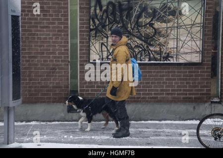 Toronto, Ontario, Kanada. 10. Januar 2017. Wetter in Toronto, ca. 10 cm Schnee schlägt die Stadt heute Mittwoch - Stockfoto