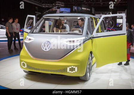 Detroit, Michigan/USA - 10. Januar 2017 - Volkswagen I.D. Buzz Konzept-Fahrzeug auf dem Display auf der North American - Stockfoto