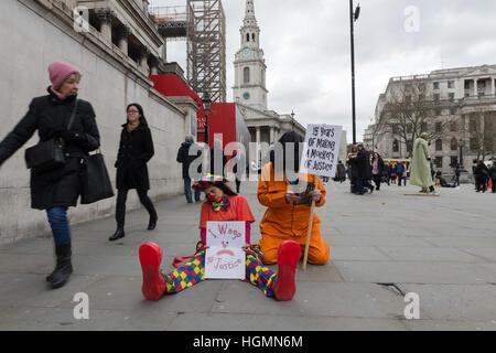 London, UK. 11. Januar 2017. Die London-Guantanamo-Kampagne hält die Vigil am Trafalgar Square zum 15. Jahrestag - Stockfoto