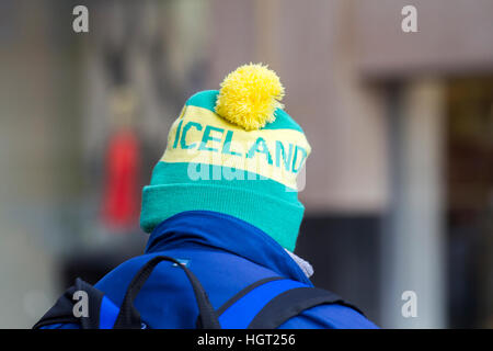 Blackpool, Lancashire, UK. 13. Januar 2017. Großbritannien Wetter: 13. Januar 2017.  Mann trägt Island Hut. Menschen - Stockfoto