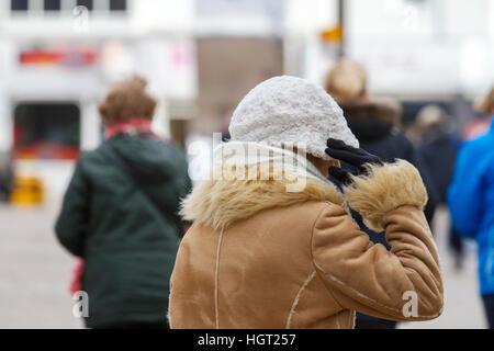 Blackpool, Lancashire, UK. 13. Januar 2017. Großbritannien Wetter: 13. Januar 2017.  Menschen im Seebad Blackpool - Stockfoto