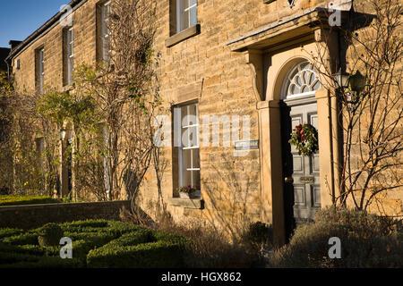 Großbritannien, England, Derbyshire, Ashford im Wasser, Church Street, Brushfield House in Terrasse Häuser früher - Stockfoto