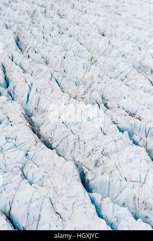 Druck Grate und Gletscherspalte Narbe die Oberfläche des Gletschers auf der grönländische Eisschild. - Stockfoto