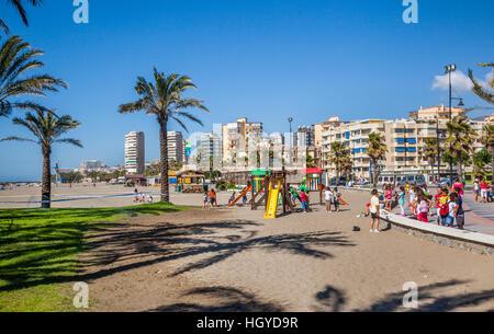 Spanien, Andalusien, Provinz Malaga, Costa Del Sol, beliebten Playamar Strand am Mittelmeer resort Stadt von Torremolinos - Stockfoto