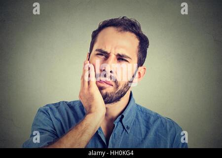 junger Mann mit einem Zahnschmerzen Zahnschmerzen - Stockfoto