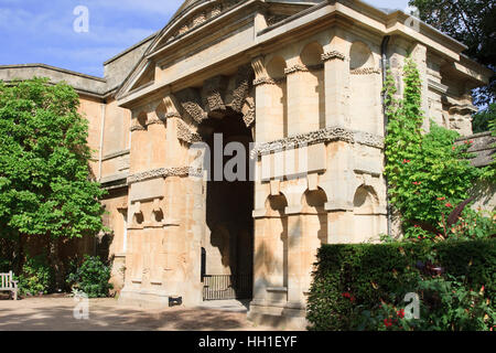 Das Danby Gateway (oder Bogen) in der University of Oxford Botanic Garden, Oxford, England. - Stockfoto