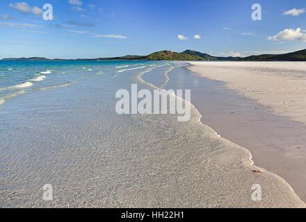 Whitehaven weißen Quarzsand Beach auf WHitsunday Island im Korallenmeer des Pazifik Australien. Tropisches Paradies - Stockfoto