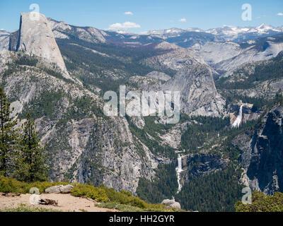Washburn Point Blick auf den Half Dome, Vernal und Nevada Falls - Stockfoto