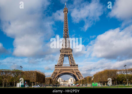 Eiffelturm in Paris Im Winter - Stockfoto