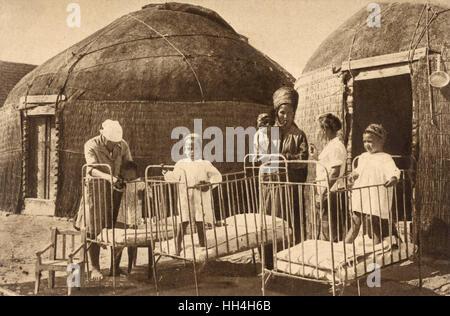 Die moderne Welt überall erreicht (oder zumindest der sowjetischen Propaganda-Maschine!) ... Eine Familie in Turkmenistan - Stockfoto