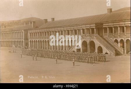 Kaserne mit Parade und Gun Salute, Ooty-Bergstation (Ootacamund, Udhagamandalam), Tamil Nadu, Indien. - Stockfoto