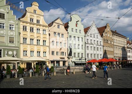 Historische Häuser auf der Maximilianstrasse, Moritzplatz mit Merkurbrunnen, Merkur-Brunnen, Augsburg, Bayern, Deutschland - Stockfoto