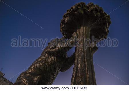 madrids symbol statue des b ren und erdbeerbaum puerta del sol square markiert im the1967 von. Black Bedroom Furniture Sets. Home Design Ideas