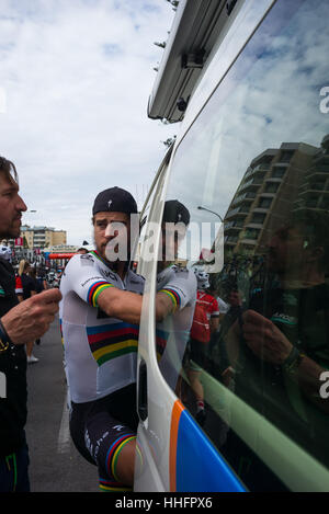 Adelaide, South Australia, Australien. 17. Januar 2016. Peter Sagan (R), Bora Hansgrohe zu Beginn der 3. Etappe - Stockfoto