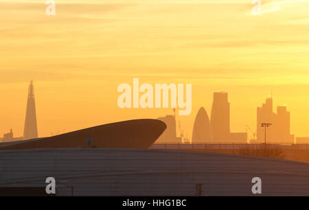 "London, UK. 19. Januar 2017. Giftige Luft ""Alarmstufe Rot"" in acht Stadtbezirke ausgestellt. Bildnachweis: Marcin - Stockfoto"