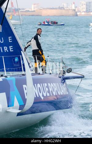 19. Januar 2017; Les Sables d Olonne, Frankreich Vendee Globe Round the World Yacht Race zu Ende führen. Rennen Sie Gewinner Armel Le Cleac h, Kapitän der Monocoque Imaca Banque Populaire