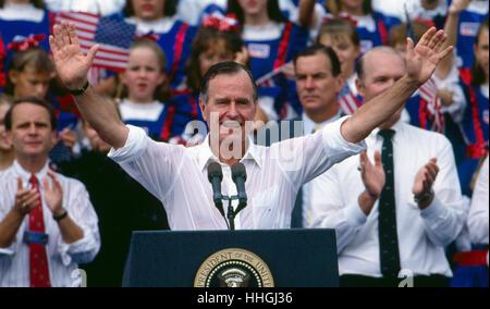 Eine Regen-getränkten Präsident George H.W. Bush setzt sich für eine zweite vierjährige Amtszeit als Präsident der - Stockfoto