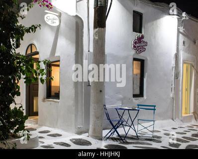 Bar in der Nacht auf Mykonos - Stockfoto