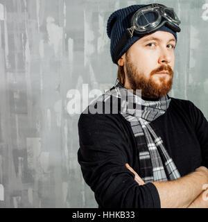 Retro-junge Pilot. Mann in Gläsern und Schal, Fantasy Bild von Aviator - Stockfoto