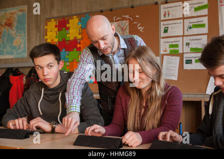Internet-basierte erlernen von Fremdsprachen über Wlan mit Tabletten ins Gymnasium. - Stockfoto