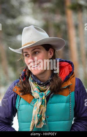 Lächelnde Frau kaukasischen im winter - Stockfoto