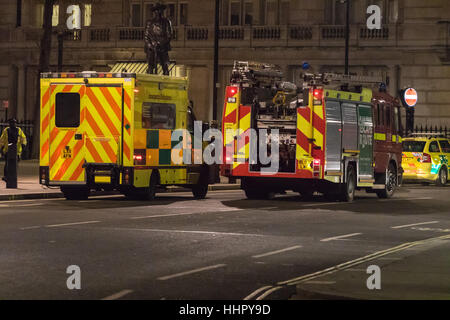 London, UK. 19. Januar 2017. Bombe Entsorgungsexperten von der Royal Navy am Victoria Embankment zu entschärfen - Stockfoto