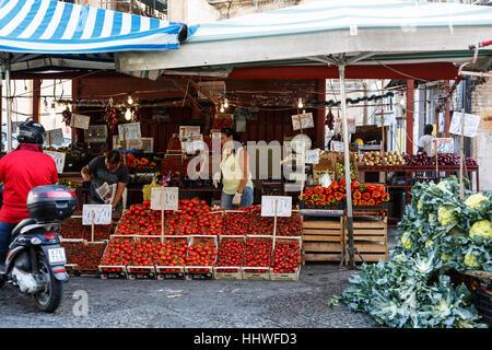 Gemüse Stall in sizilianisches Marktes, Palermo, Sizilien - Stockfoto