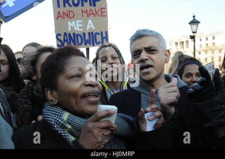 London, UK. 21. Januar 2017. Schriftsteller BonnIe Greer und London Bürgermeister Sadiq Khan, geben ihre Unterstützung - Stockfoto