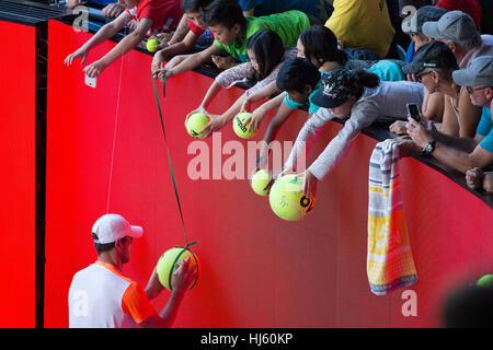Mischa Zverev Deutschlands verdrängt Weltranglistenersten Andy Murray während der 2017 Tennis Australian Open in - Stockfoto