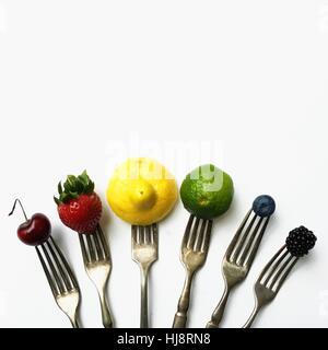 Gabeln in einem Bogen mit Früchten - Stockfoto