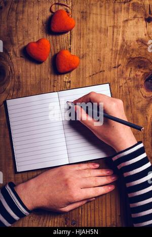... Frau Liebe Buchstaben Karte Zum Valentinstag, Draufsicht Auf Weibliche  Hände, Retro