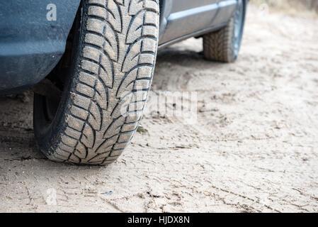 Nicht identifizierte Geländewagen während eine Wüstensafari auf dem sand - Stockfoto