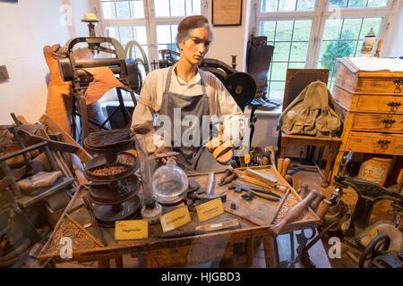 Schusterwerkstatt, Schwäbisches Handwerkermuseum, niedrigere Brunnen Master Haus, Augsburg, Schwaben, Bayern, Deutschland - Stockfoto