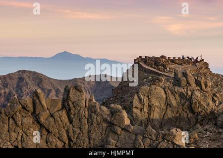 Roque de Los Muchachos, dem höchsten Aussichtspunkt Hintergrund Berg Teide Tennerife, La Palma, Kanarische Inseln, - Stockfoto