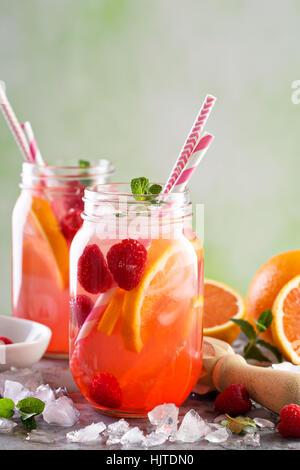Rosa Beeren-Limonade oder cocktail - Stockfoto