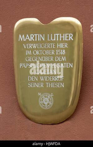 Gedenktafel auf dem historischen Palast der Fugger, Martin Luther, Bayern, Deutschland - Stockfoto