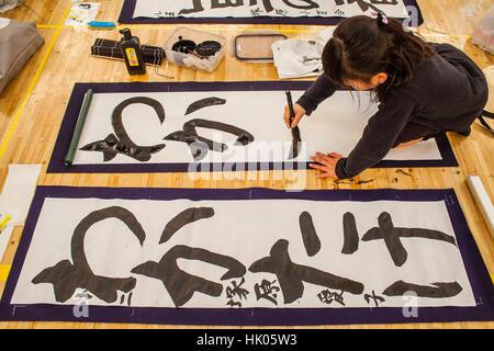 Kakizome, Kalligraphen treffen, die erste Kalligraphie des Jahres, Nippon Budokan Stadion. Tokyo. Japan. - Stockfoto