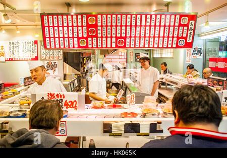Sushi Restaurant, Shinjuku, Tokio, Japan - Stockfoto