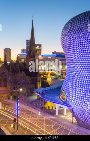 Plaza de Toros und Selfridges in der Abenddämmerung, Birmingham, West Midlands, England, Vereinigtes Königreich - Stockfoto