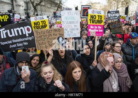 London, UK. 4. Februar 2017. Tausende von Menschen marschieren durch die Londoner zum protest gegen die Reisebeschränkungen - Stockfoto