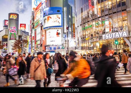 Rush Hour, Shibuya jagt Kousaten überfahrt, Hachiko Square, Tokio, Japan - Stockfoto
