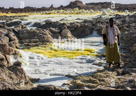Lebendige Farben und markanten Felsformationen in die jenseitige Landschaft der Dalol, Äthiopien in der Wüste Danakil - Stockfoto