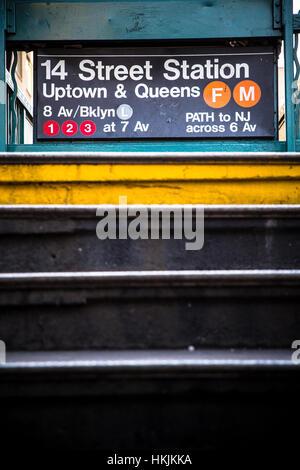 Blick auf New York City u-Bahn-Station an der 14th Street - Stockfoto