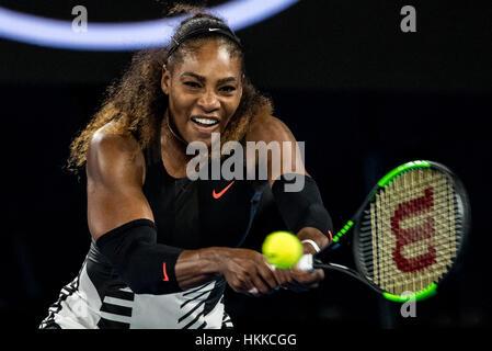 Melbourne, Australien. 28. Januar 2017. Serena Williams (USA) gibt den Ball zurück, während der Frauen Singles Finale der Australian Open 2017. Bildnachweis: Action Plus Sport Bilder/Alamy Live News Stockfoto
