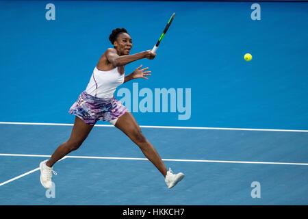 Melbourne, Australien. 28. Januar 2017. Venus Williams (USA) gibt den Ball zurück, während der Frauen Singles Finale der Australian Open 2017. Bildnachweis: Action Plus Sport Bilder/Alamy Live News Stockfoto