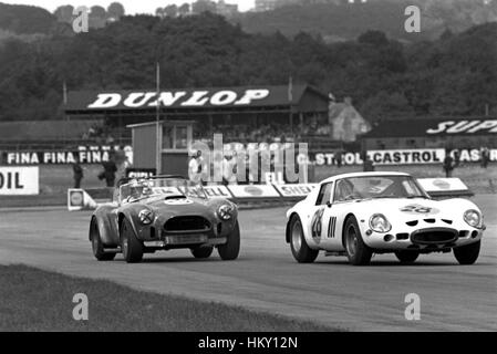 1964 Richie Ginther uns Ferrari 250GTO 9. & Roy Salvadori GB AC Cobra Dnf Goodwood Tourist Trophy GG - Stockfoto