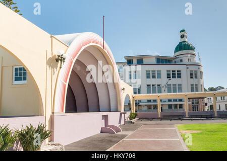 Die Soundshell und die Kuppel auf Marine Parade im Art-Deco-Stadt Napier in Neuseeland - Stockfoto